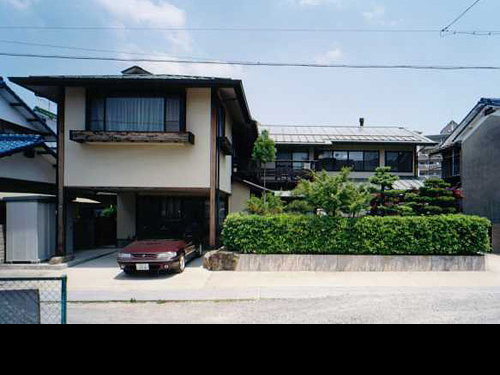 伊勢田の家 (太陽熱のパッシブ利用及び暖炉付住宅)
