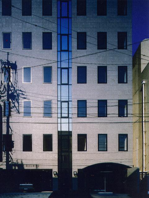 MTビル–自然の光と風を生かすオフィスビル