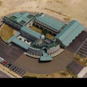 YMC技術開発センター (広々とした角地を生かした自然との親和性重視の研究・生産施設)
