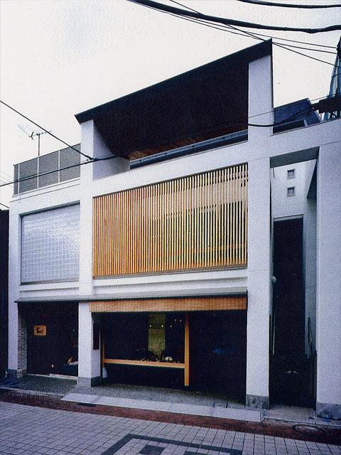 竹工芸の店–小町通りに建つ店舗つき住宅